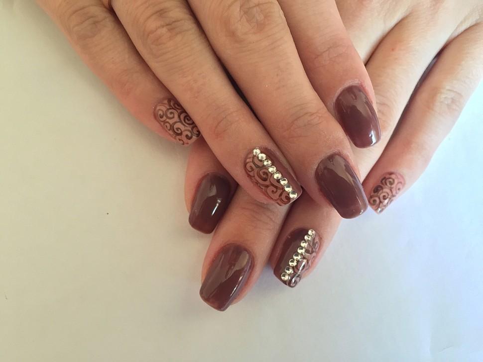 Дизайн ногтей темными лаками