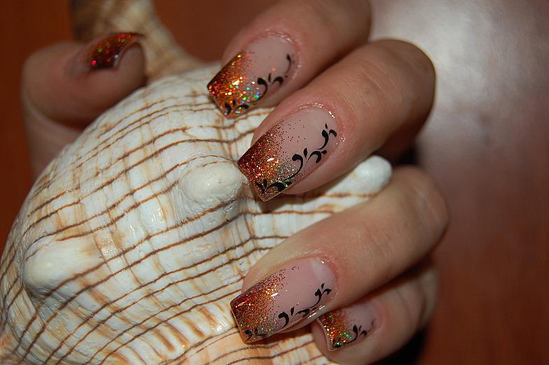 Аквариумный дизайн с блестками ногтей