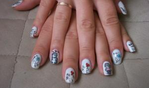 Маникюр с мишками Тедди на коротких ногтях