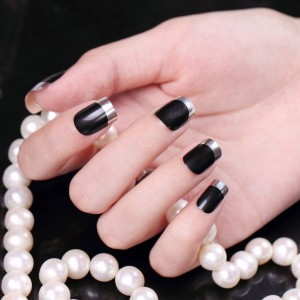 Маникюр черный с серебром