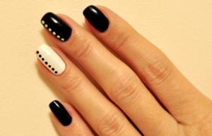 Маникюр под черное платье на короткие ногти