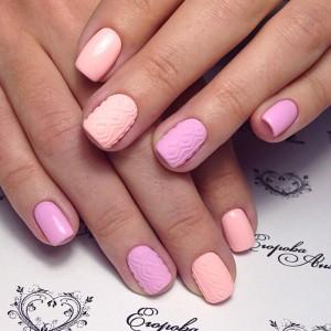 Розовый маникюр на коротких ногтях
