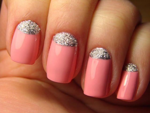 Розовый дизайн ногтей с блестками