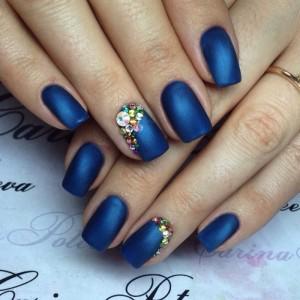 Синий матовый маникюр