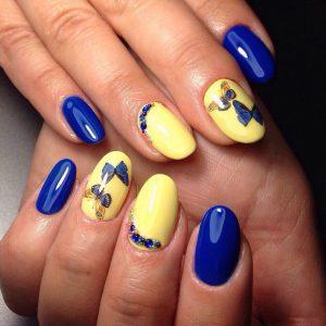 маникюр в сине-желтых тонах